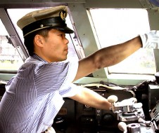JR西日本に就職。運転士も経験しました。